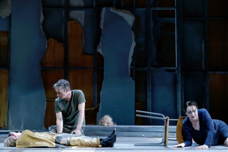 DIE TROERINNEN/ Residenztheater